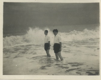 Arakawa-at-the-beach_01