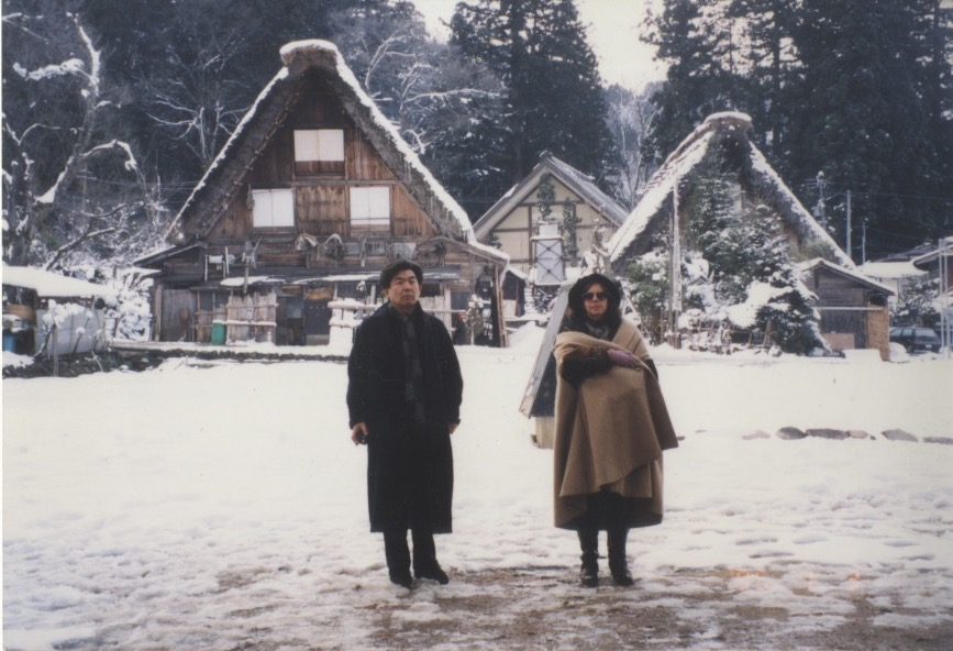 Arakawa and Madeline posing in front of Japanese buildings in snow (3 Jan 1995)