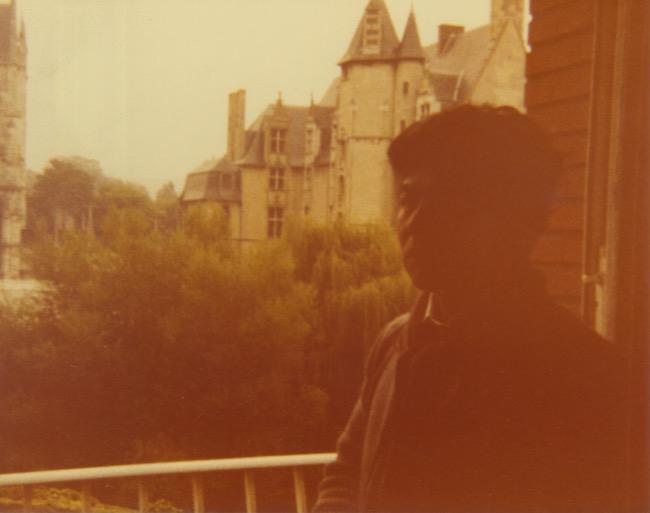 Arakawa in front of a castle in France